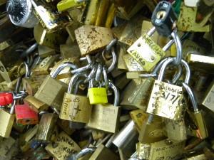 A close up of some of the locks on the Pont de l'Archevêché