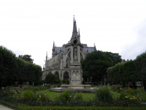 The eastern façade of Notre Dame with flying buttresses.