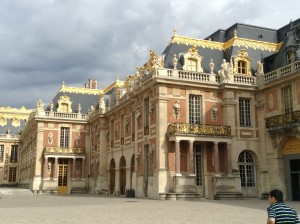 Just a TINY section of the front facade of the palace . . . the gardens are on the opposite side.