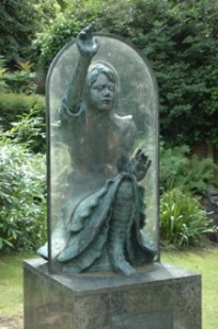 The front view of Alice, going through the looking glass.
